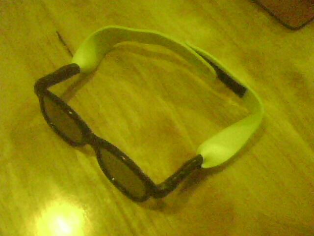 3D Cinema Glasses For a Toddler