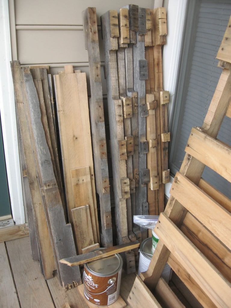 Disassemble the Pallets