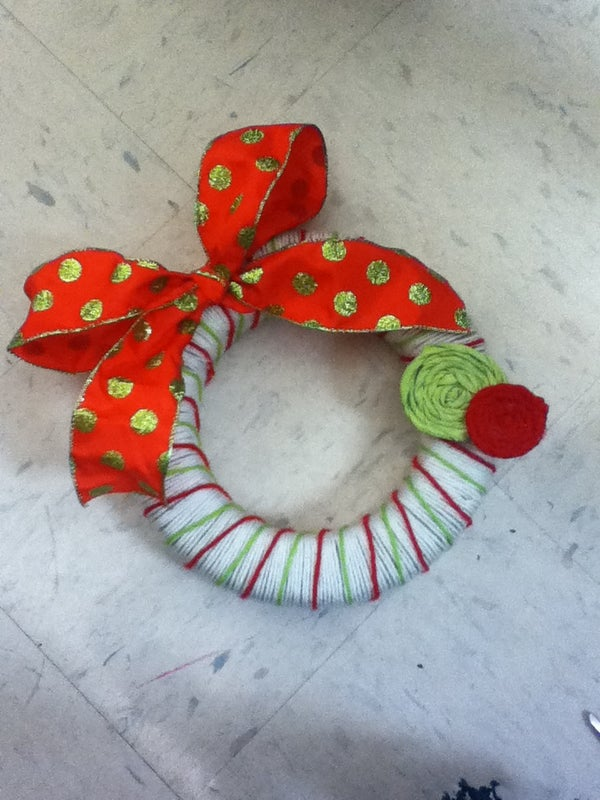 How to Create a Yarn Wreath