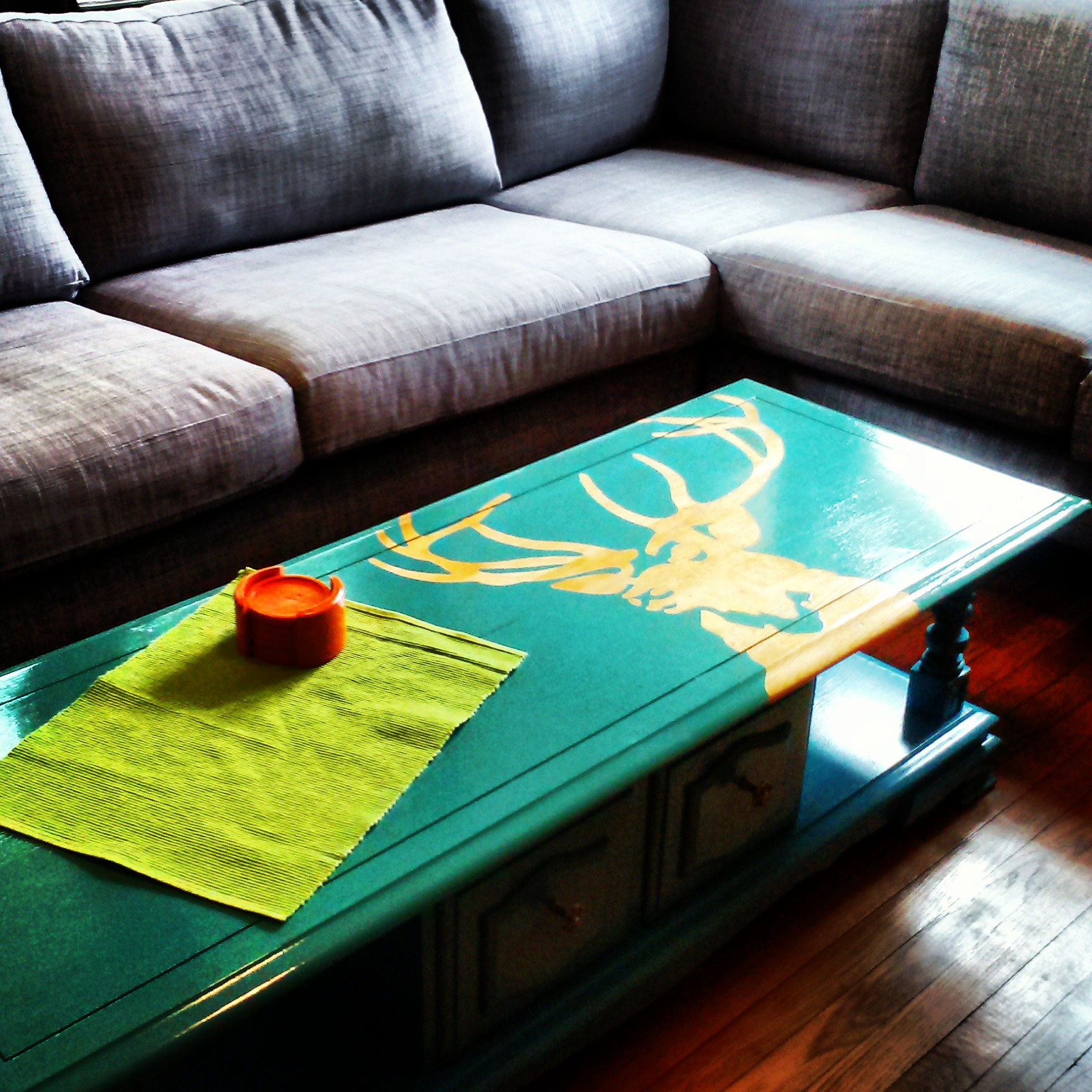 Upcycle your own stenciled coffee table on the cheap!