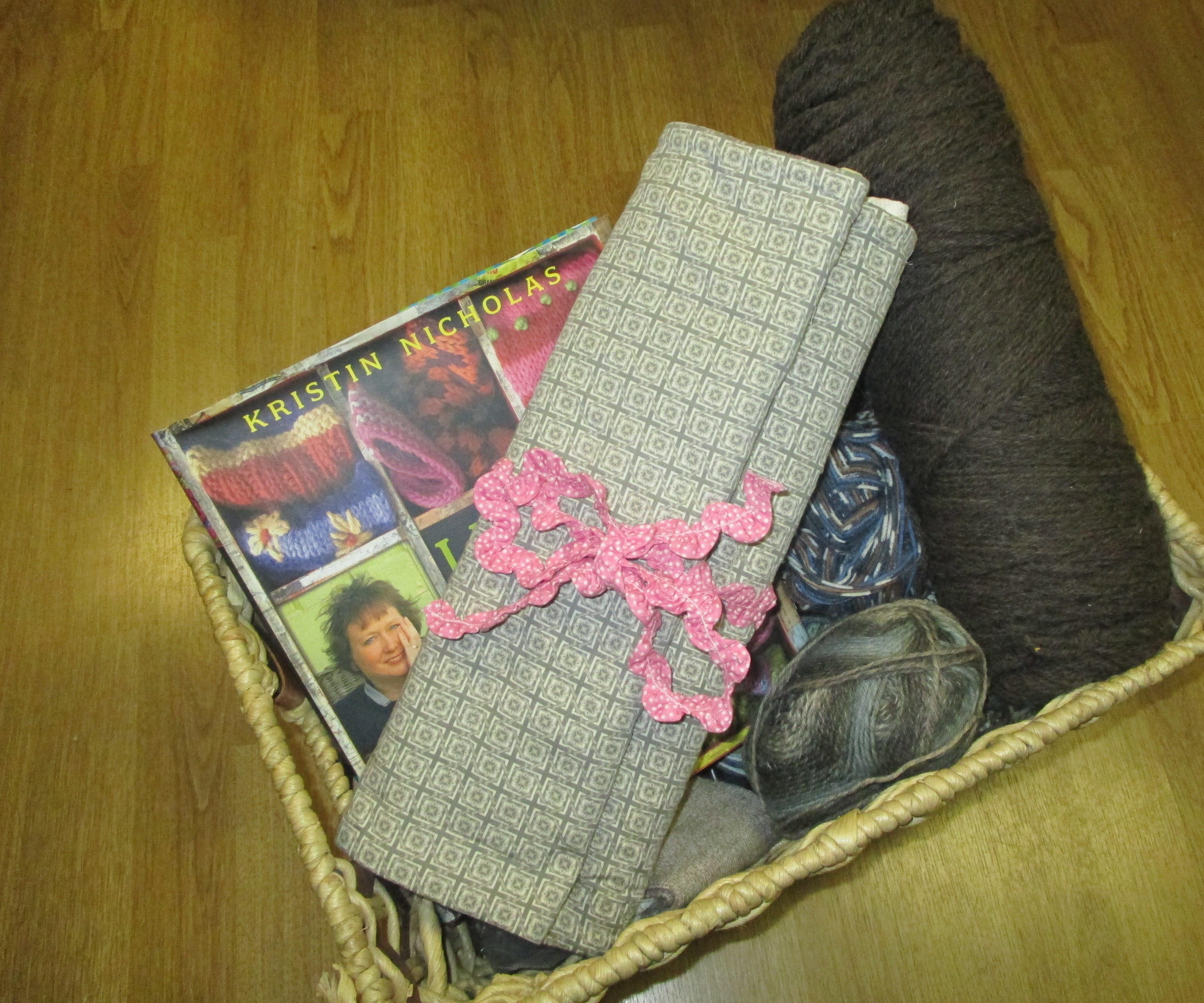It's Knitting Season! Needle/Hook Organizer