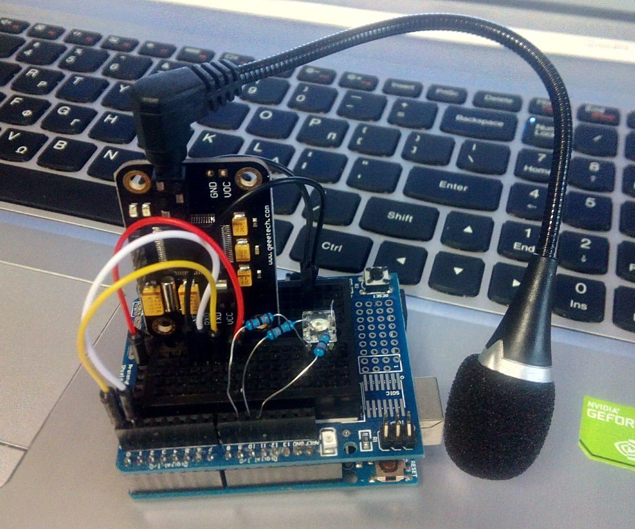 How to use a Serial Voice Recognition Module - Arduino Tutorial