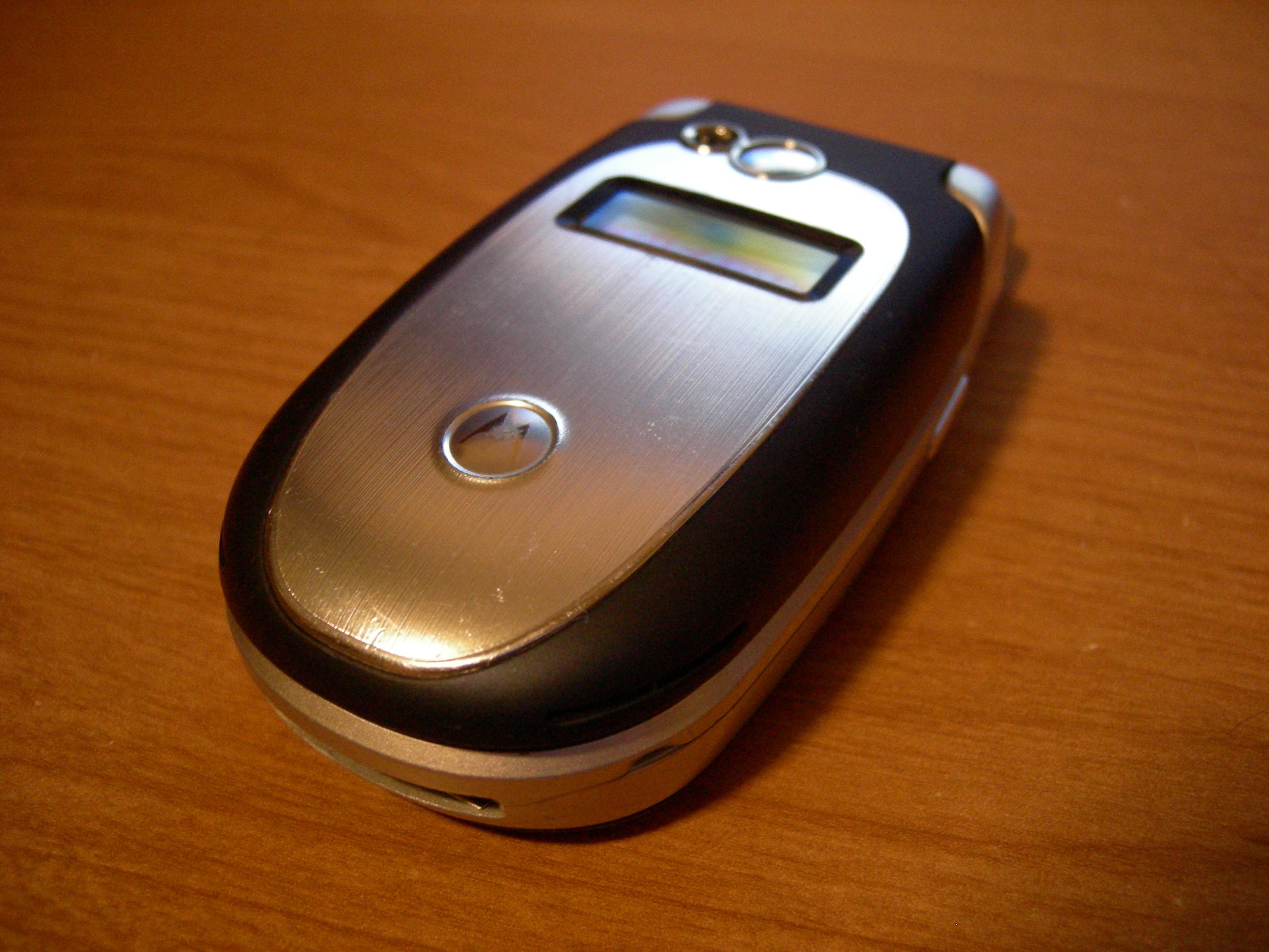 Fix the earpiece of your Motorola V551 phone.