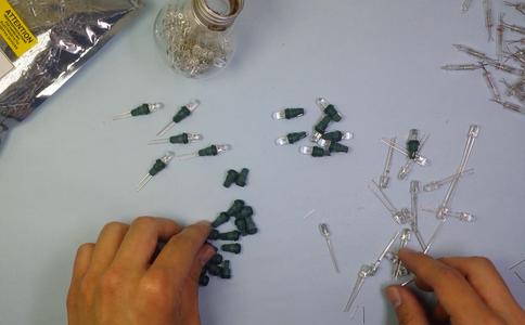 Reemplaza Los Bombillos Por Los LED