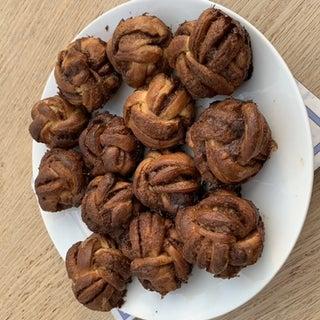 DELICIOUS Swedish Cinnamon Knot Buns