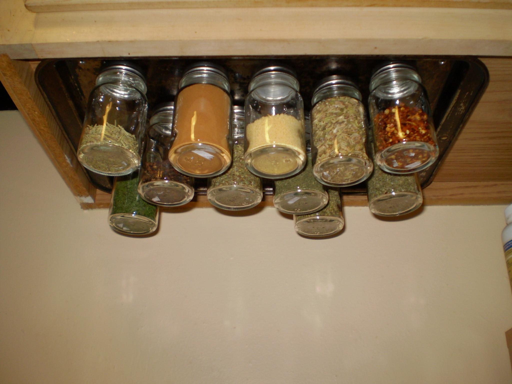 Super Easy (and Cheap!) Magnetic Spice Rack