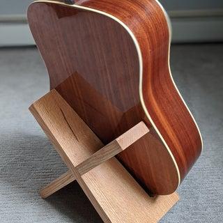Simple Elegant Guitar Stand