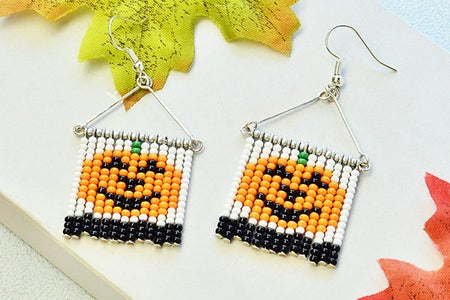 BeebeecraftTutorial on How to Make Simple DIY Halloween Earrings With Seed Beads