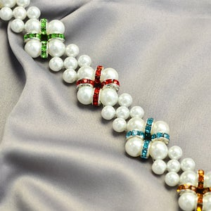 The Final Look of the Pearl Bracelet With Pearls and Rhinestones: