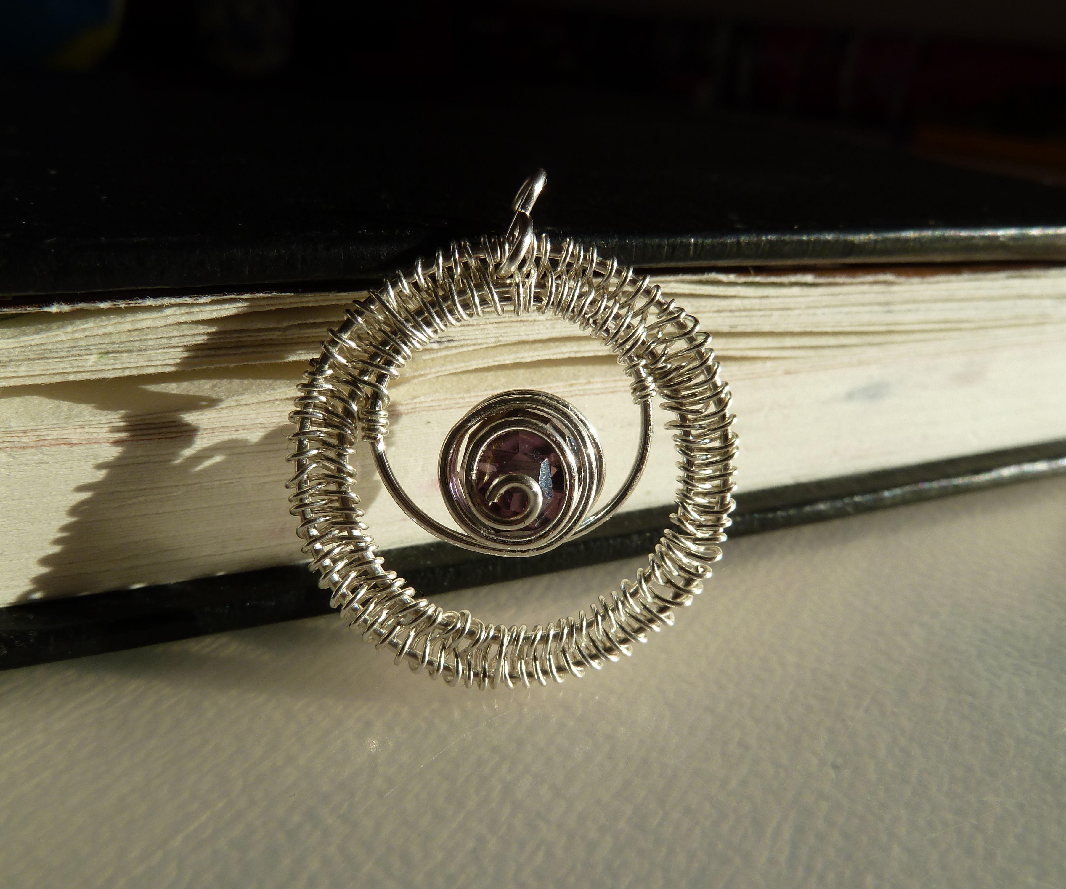 Single bead wirework pendant