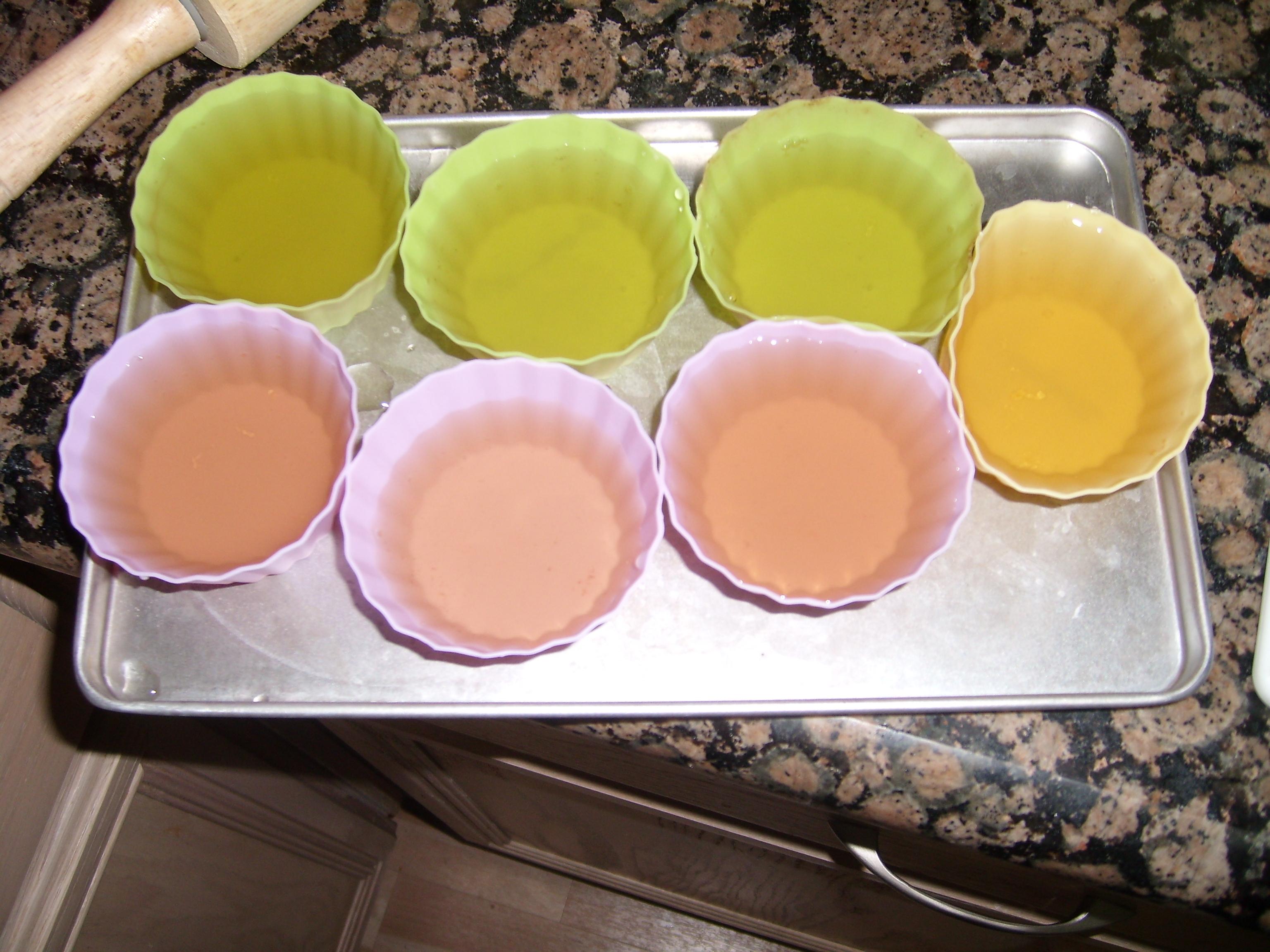 Green tea flavored 'jello' style gelatin dessert