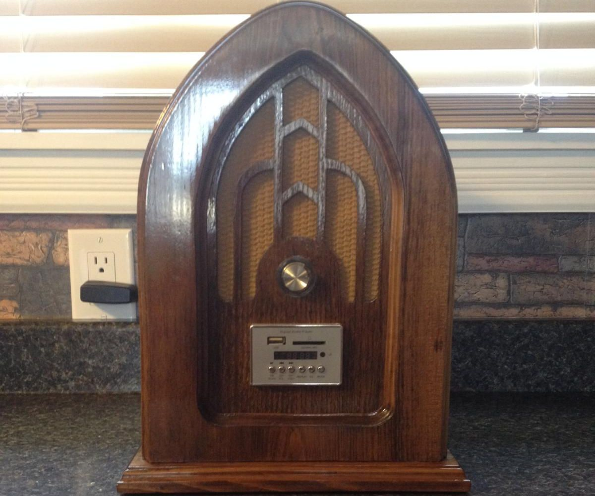 Vintage-Style MP3 Radio