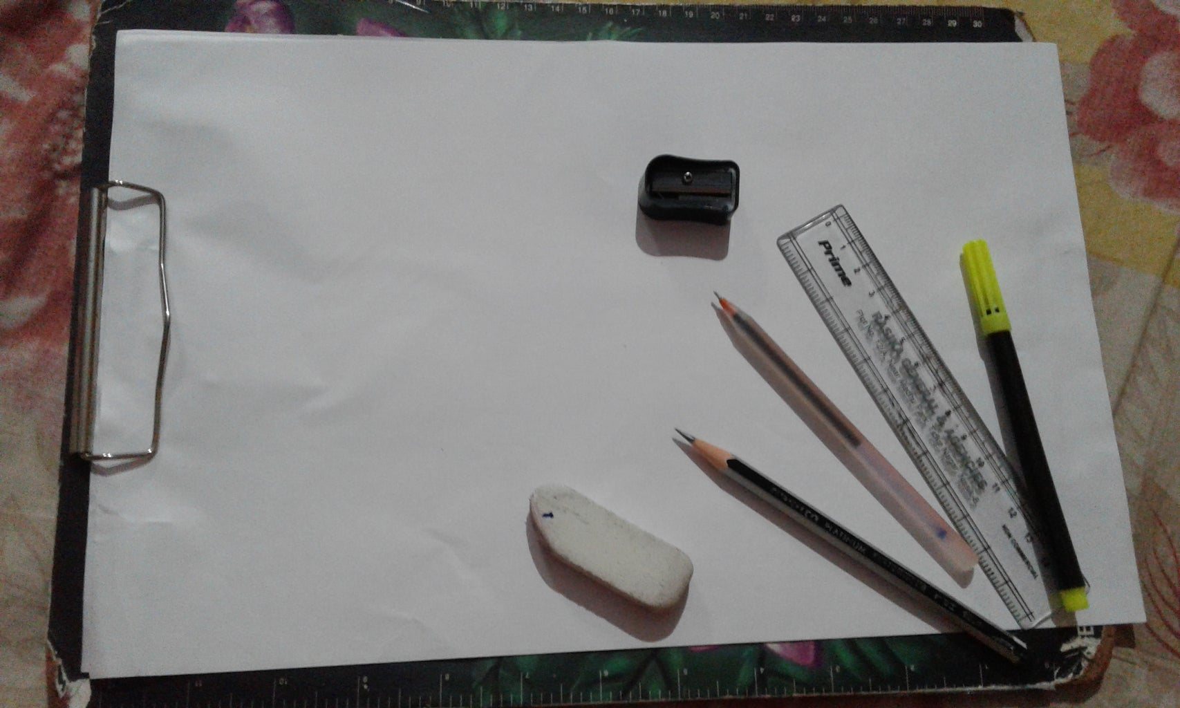 AMAZING REALISTIC HAND DRAWING...