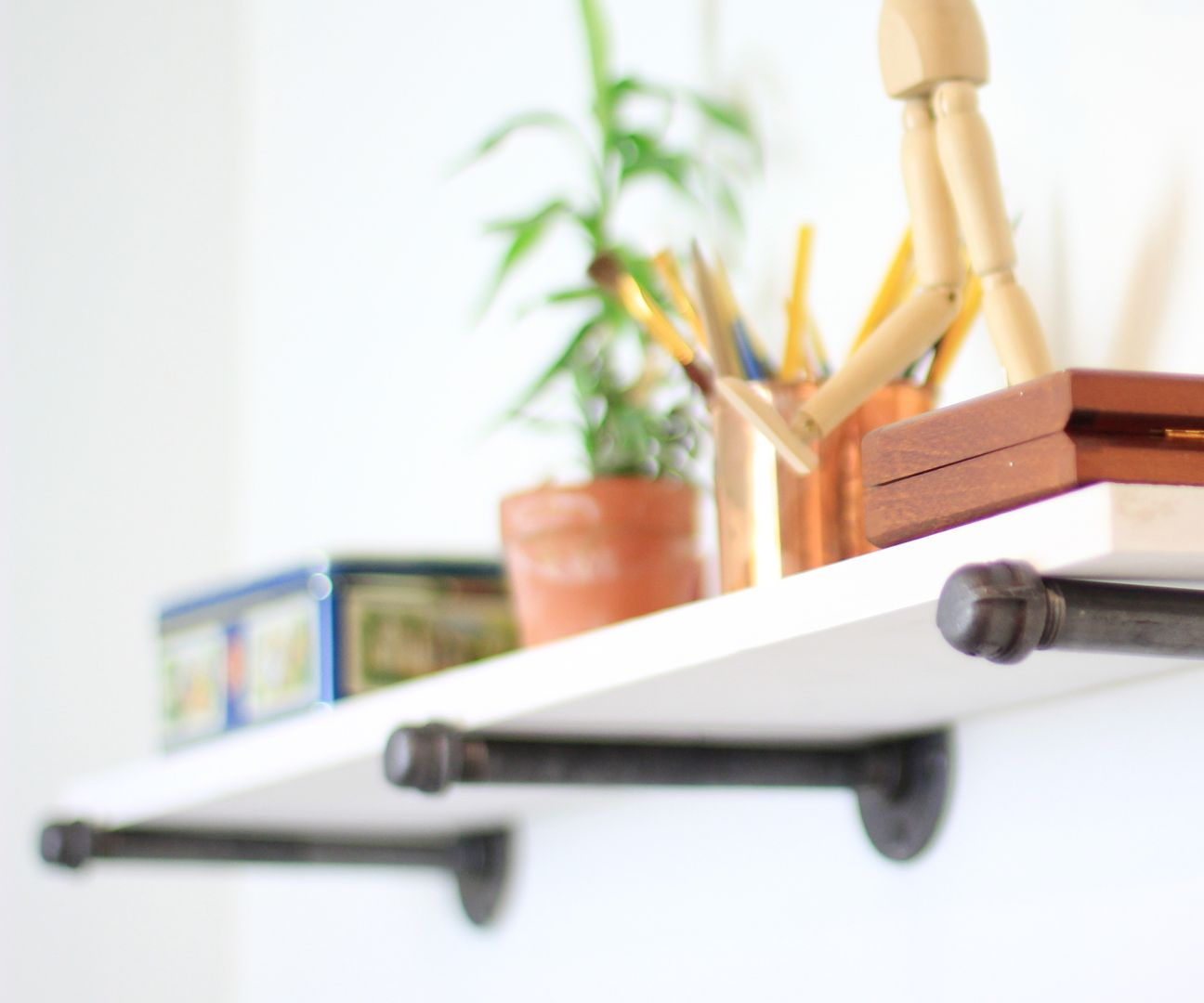 DIY Super Easy Steel Rod Shelf