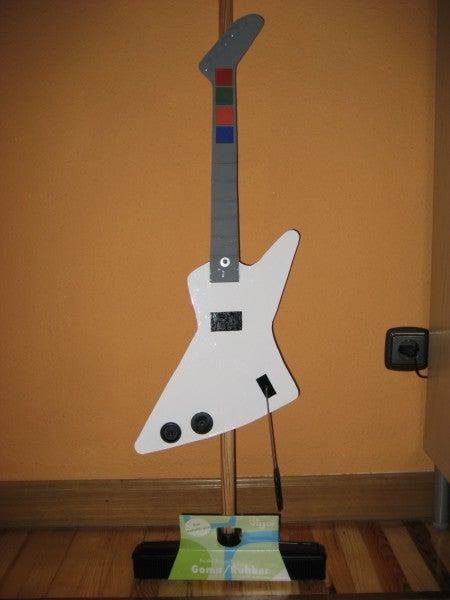 The GuitarHero-Broom / La Escoba-GuitarHero.