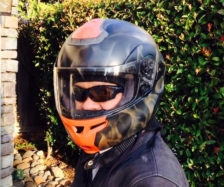 How to airbrush a motorcycle helmet