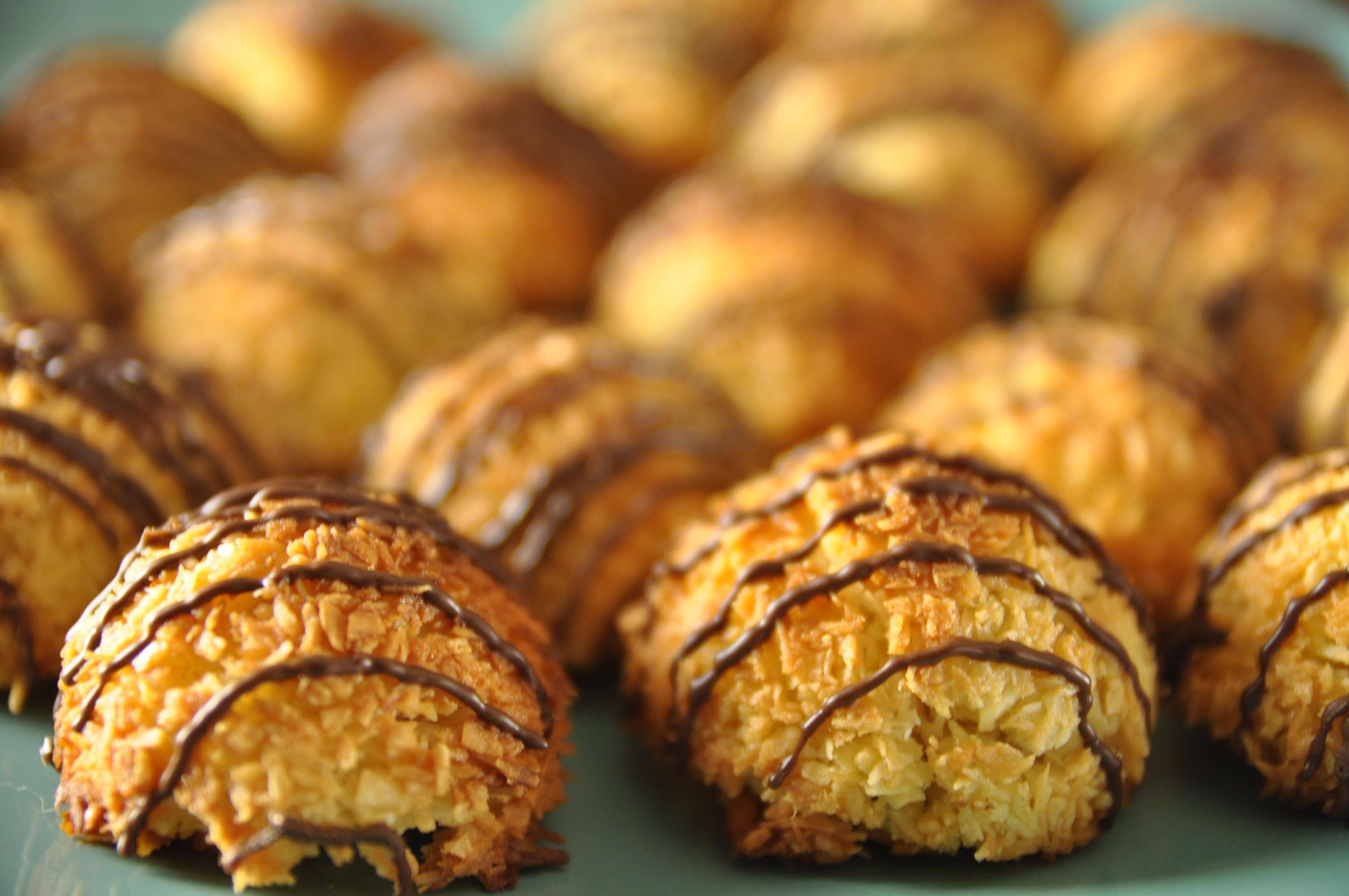 Coconut Macaroons (Easy Recipe)