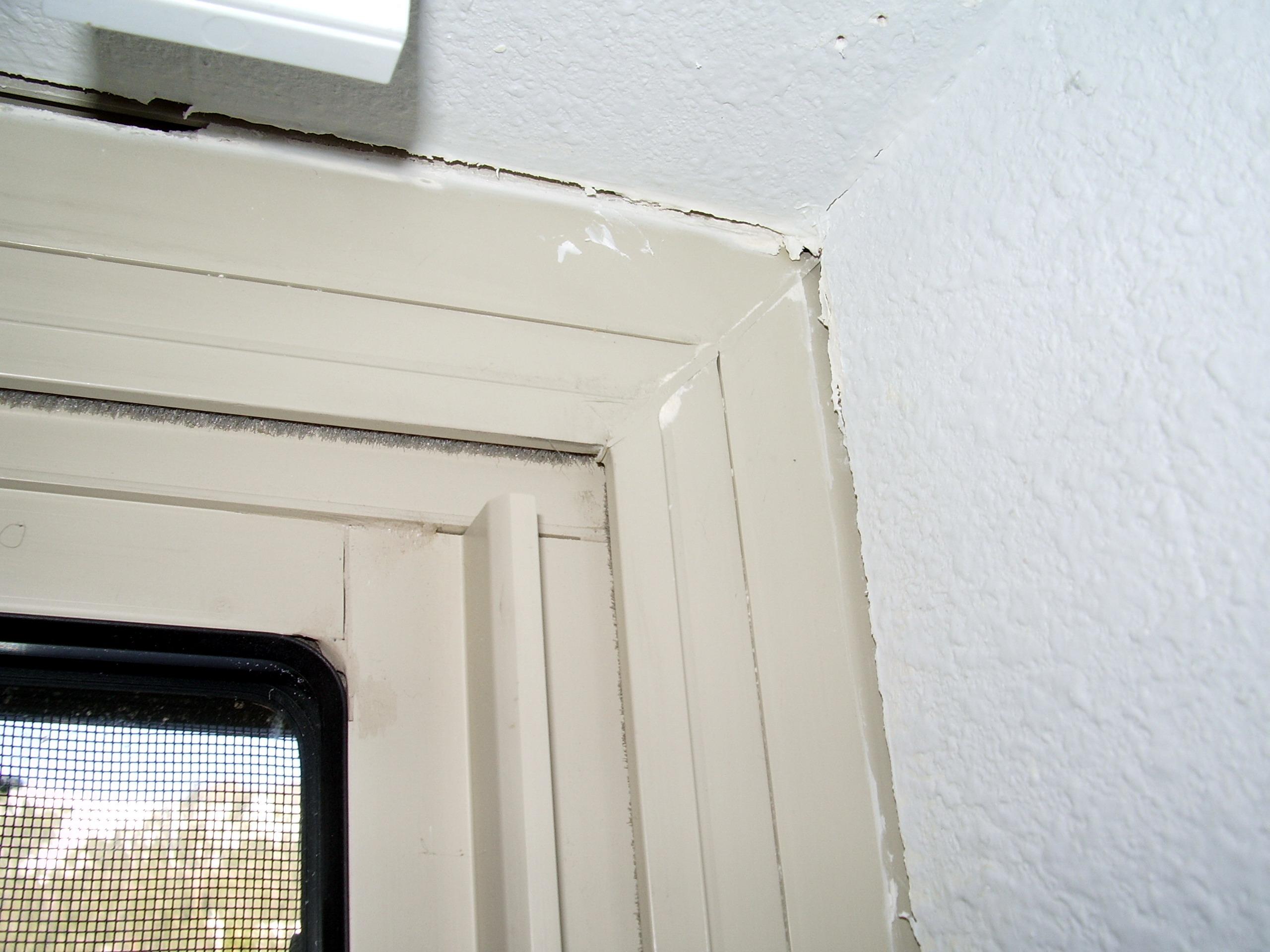 How to Recaulk Window Panes