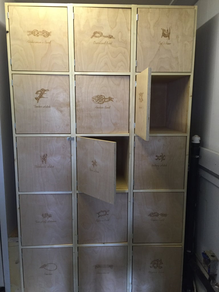 Lockers With Knot Labels