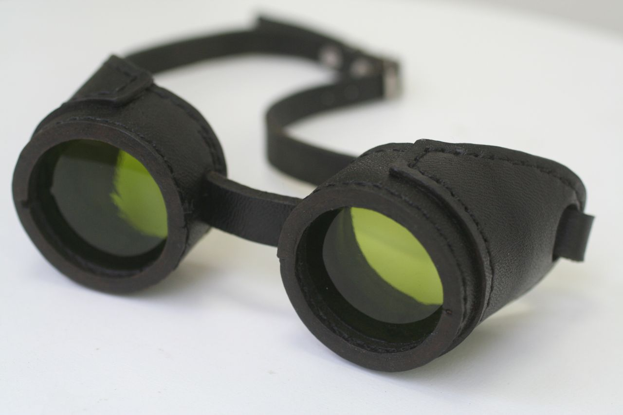 Completely leather goggles