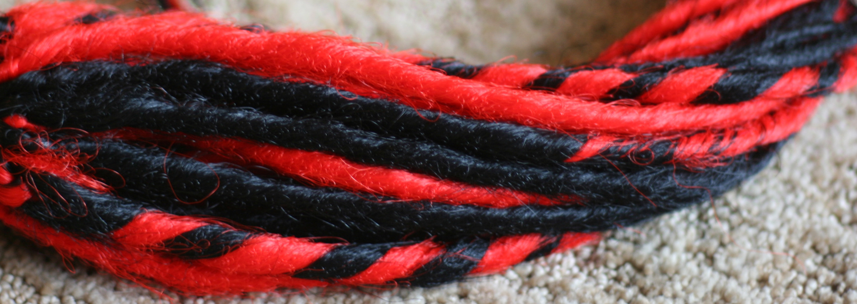 DIY Synthetic Dreads: Candy Cane/Swirled