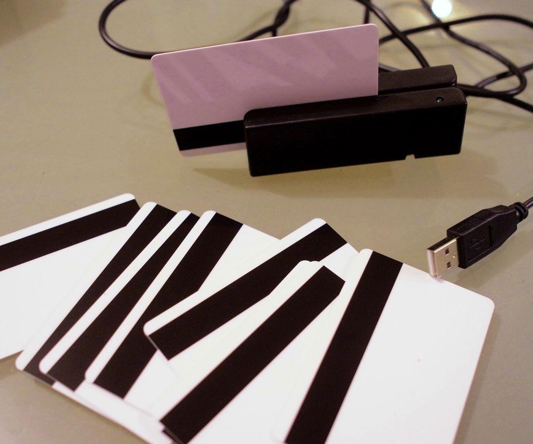 MAGNET CARD SAMPLER