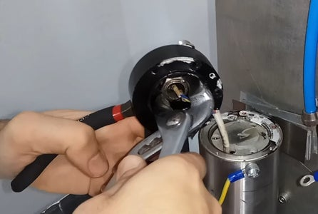 Remove Connector From Spindle Cap