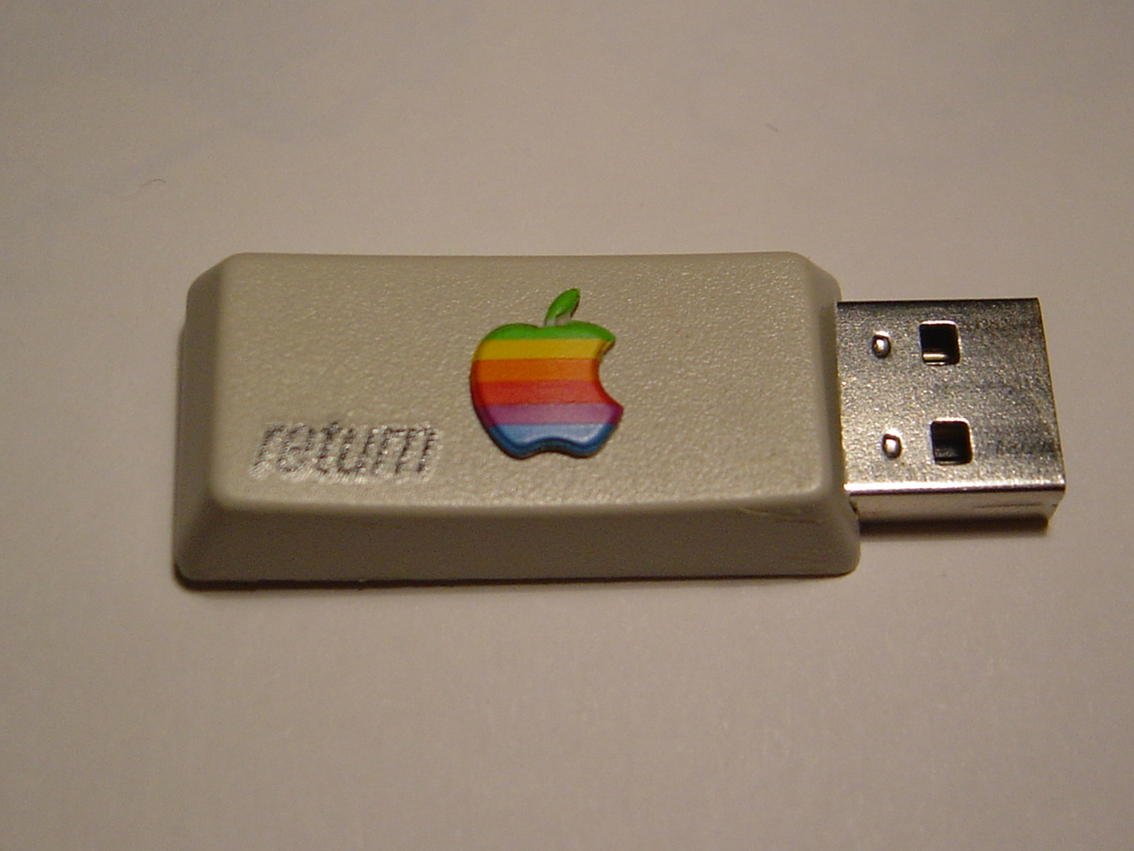 Apple retro pendrive
