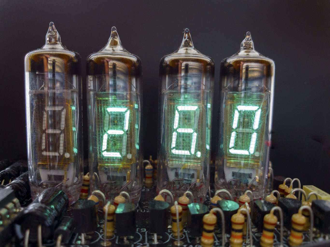 Shield for Arduino From Old Russian VFD Tubes: Clock, Thermometer, Volt Meter...
