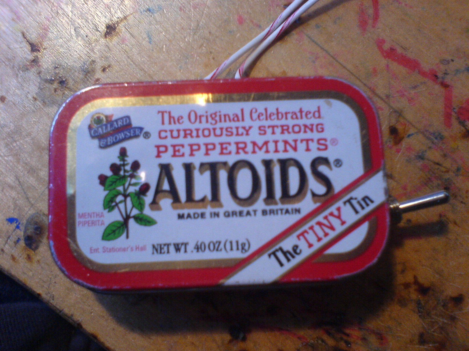 circuit bent keyboard in altoid tin