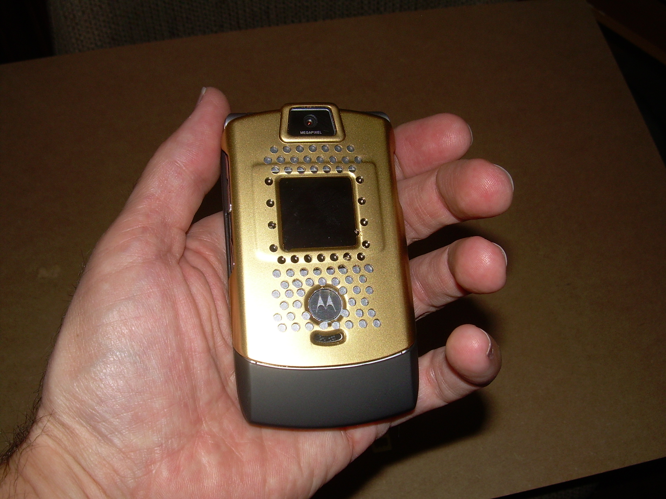 Create a Star Trek Communicator edition RAZR
