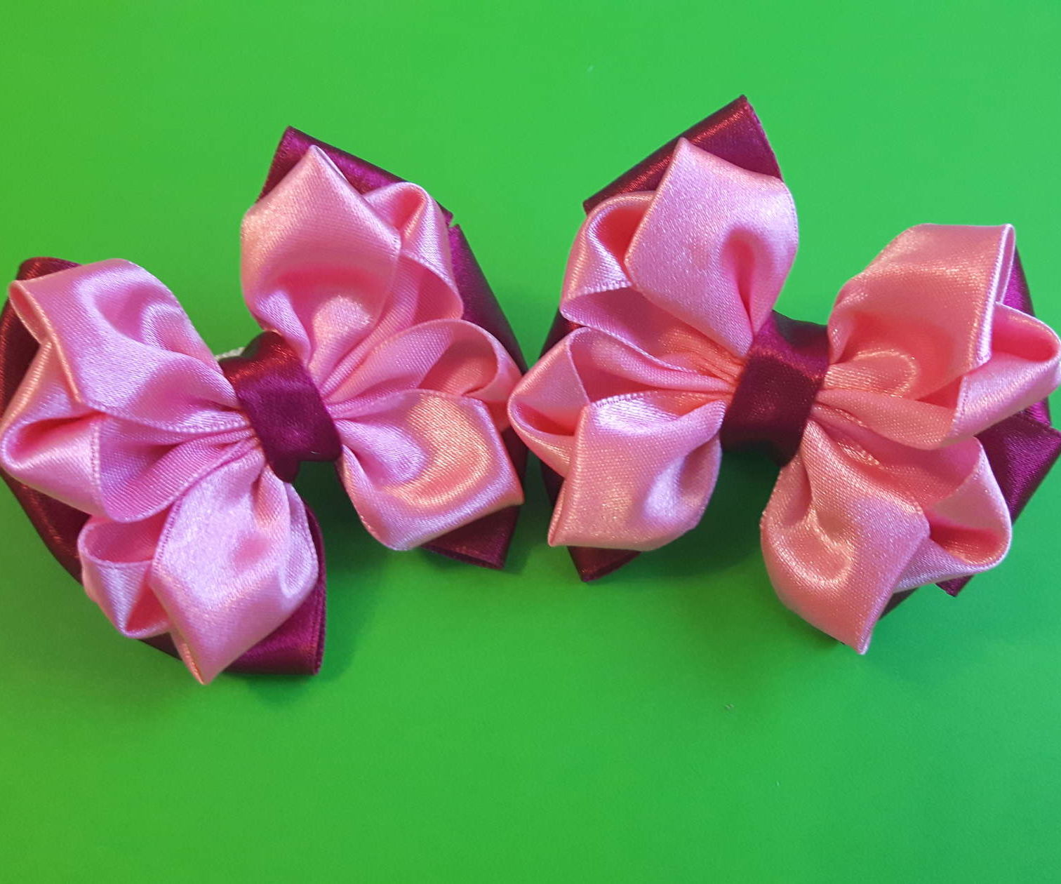 DIY. Beautiful Bow of Satin Ribbons.