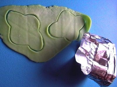 Cutting Through Cold Porcelain Clay