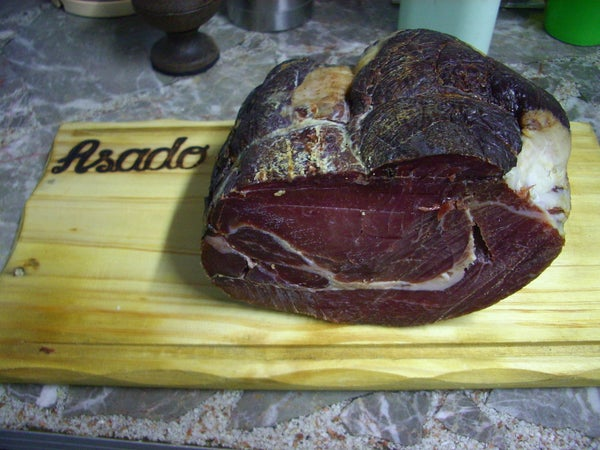 Desalando Fiambre (desalting Ham)