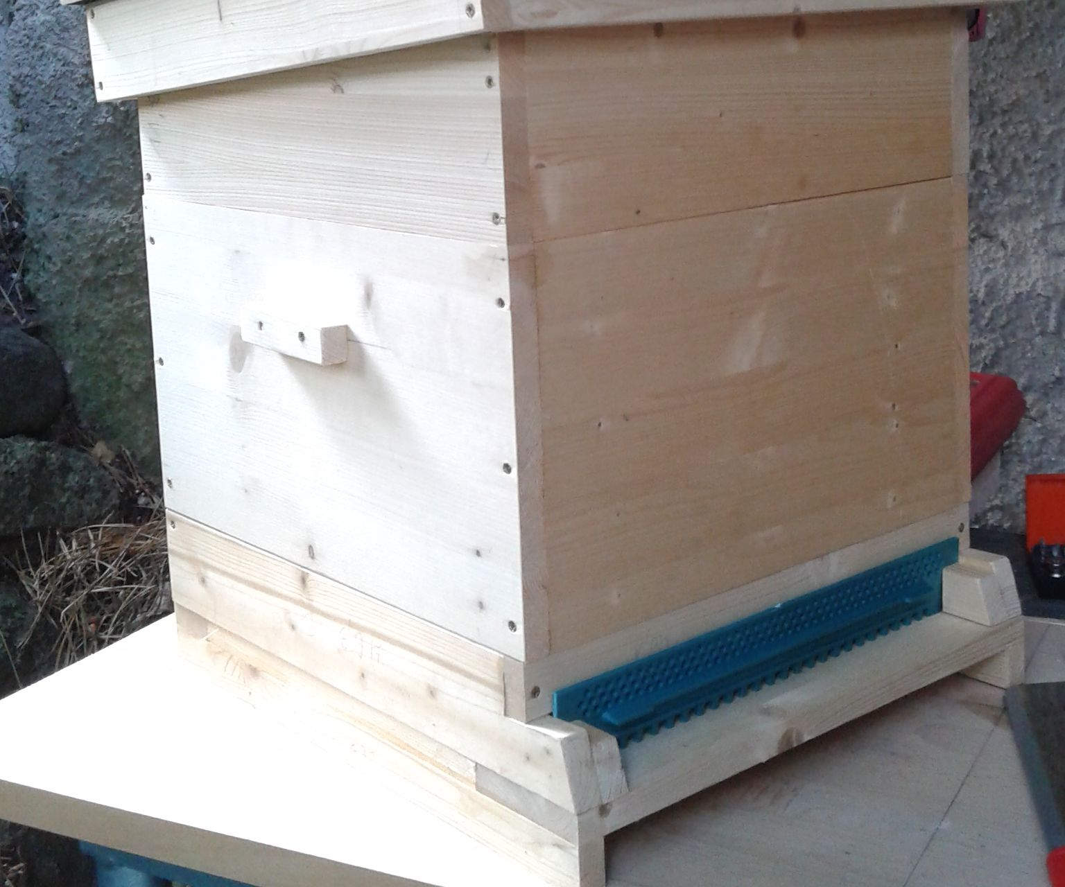 Build a Langstroth Bee hive (the simple way)