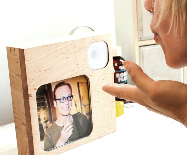 InstaKISS : Networked Picture Frames