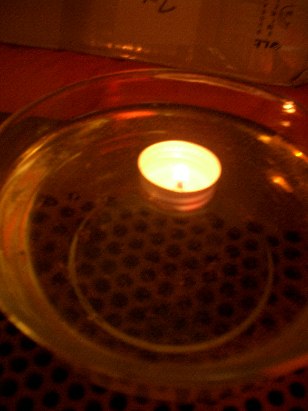 Make a nice swimming oil lamp out of (nearly) nothing