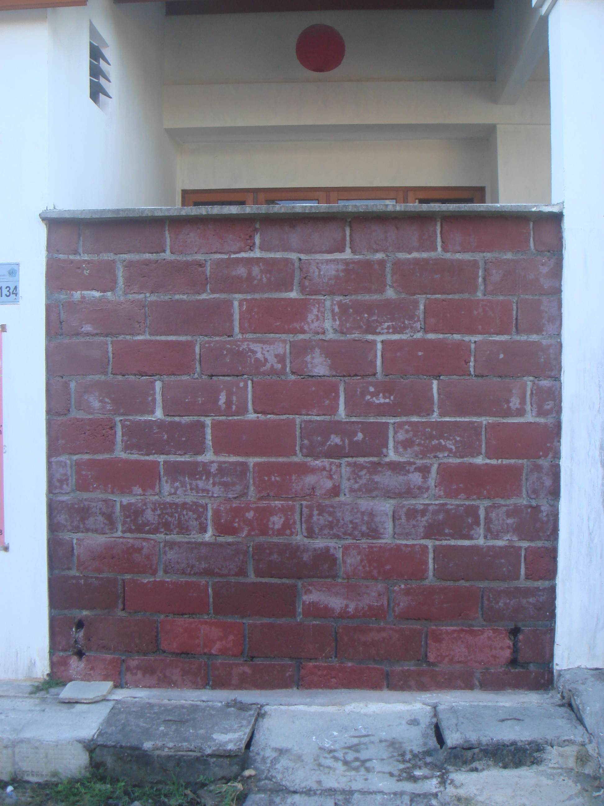 Faux Exposed-Brick Wall with Cement Coloring