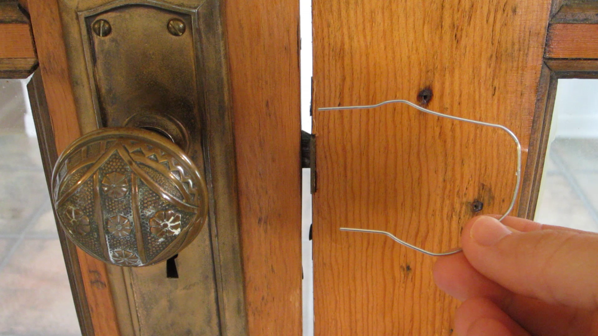 How to Pick Simple Locks/Latches with a Paper Clip