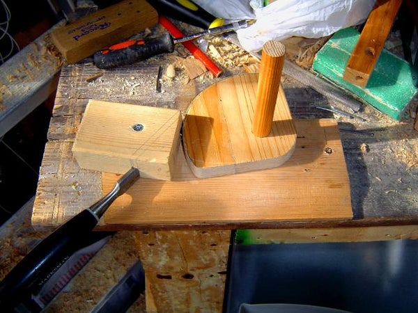 Cut a Wooden Disk Without a Lathe