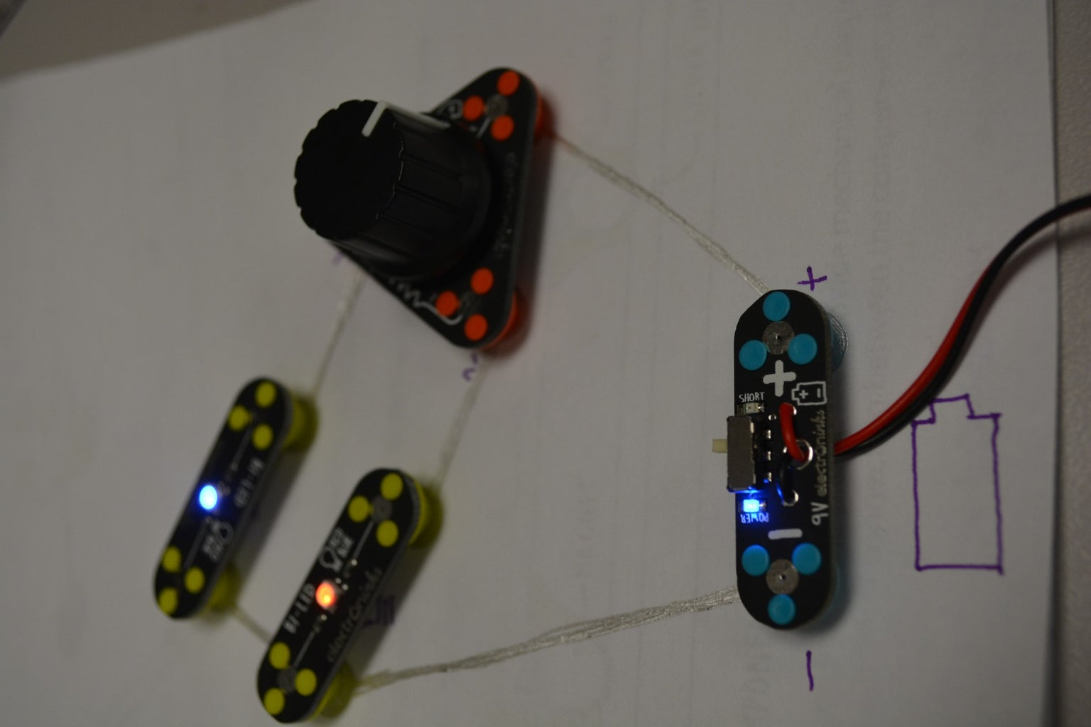 LEDs With Brightness Control (Circuit Scribe)