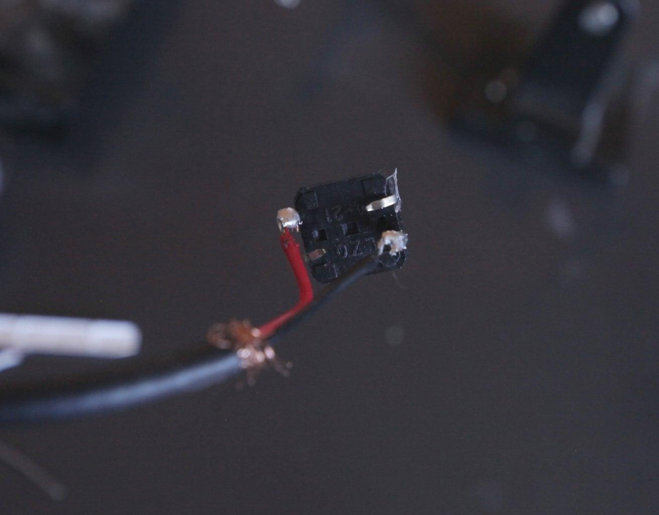 Paso 8 - Conécta El Botón Al Extremo Del Cable