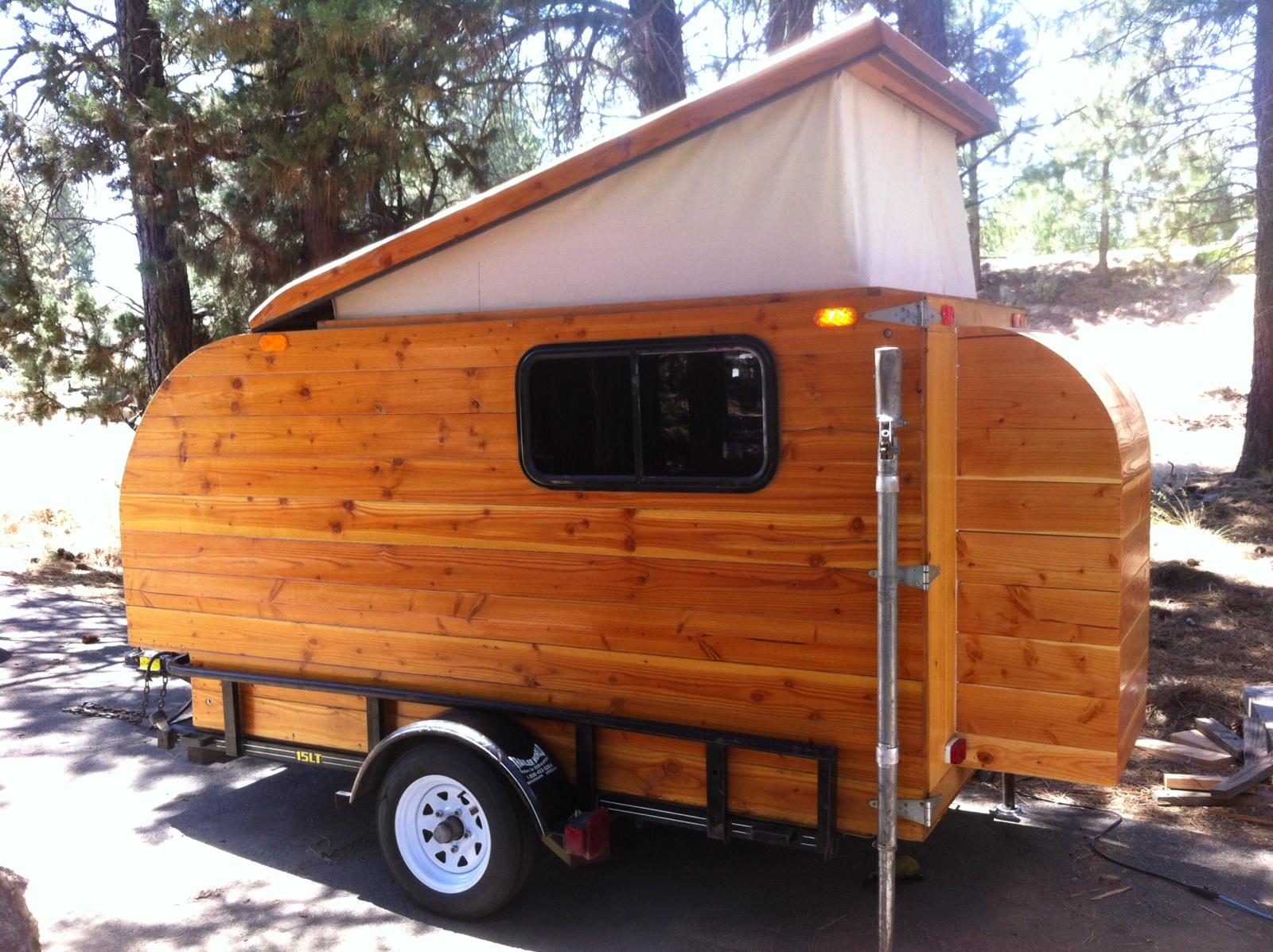Self-made Wooden Camper (Kleine Cabine)