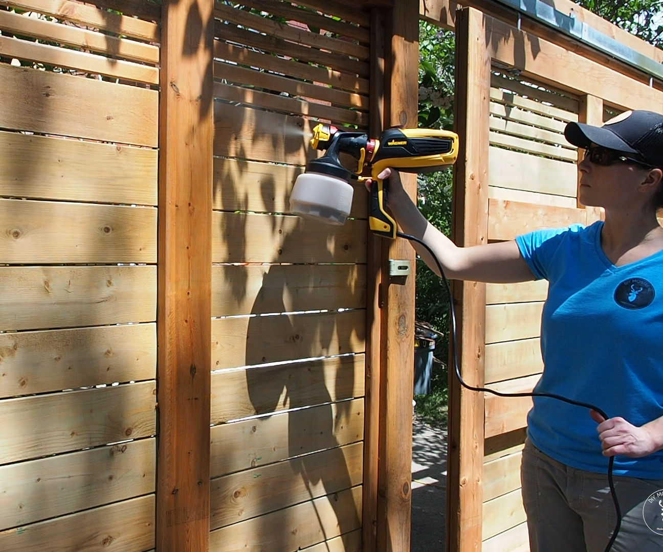 How to Stain a Fence With a Sprayer