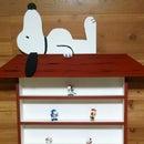 How to Make a Snoopy Doghouse Display Shelf
