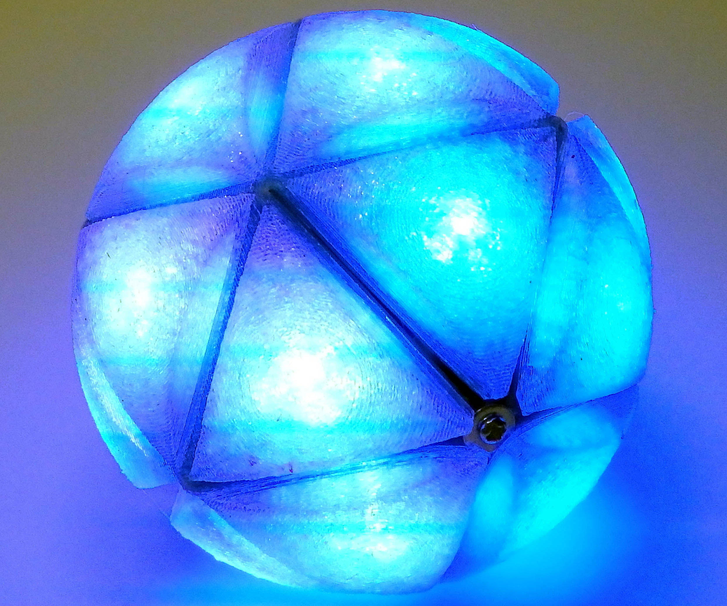 IcosaLEDron: A Multi LED Smart Ball
