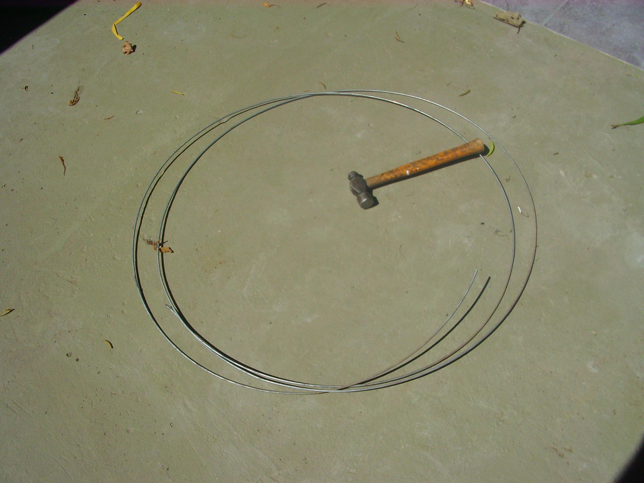 Straightening and stiffening a wire (enderezando y haciendo r�gido un alambre).