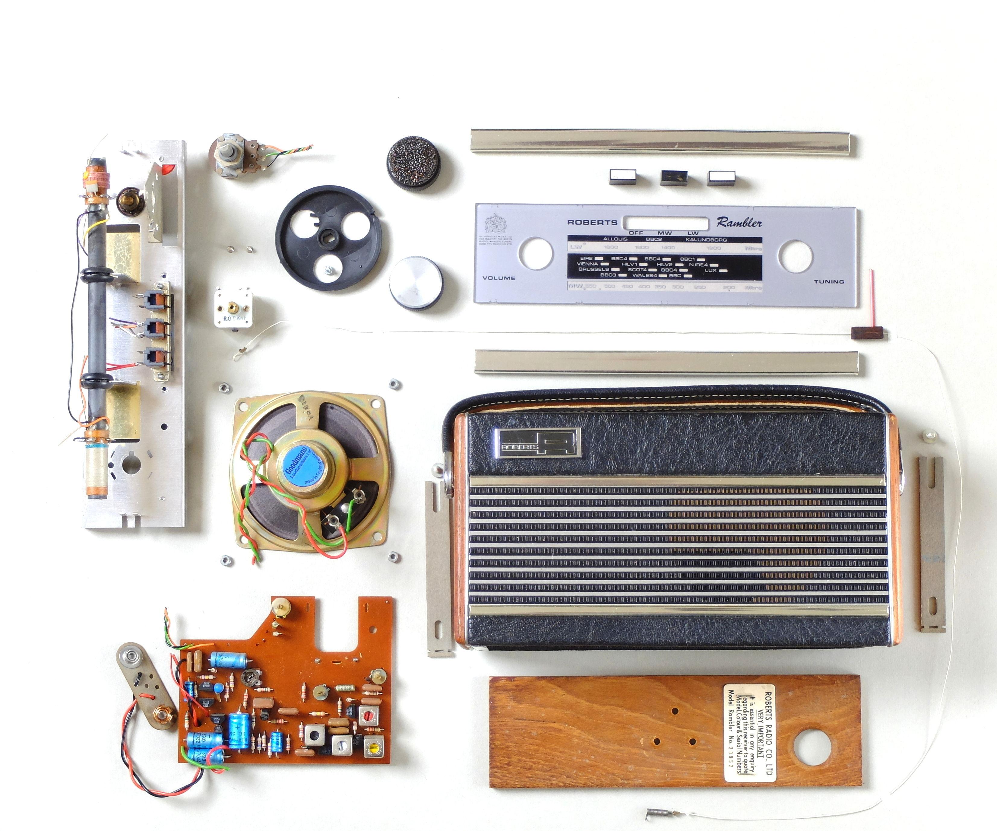 Vintage Radio Turned Into a Phone Speaker