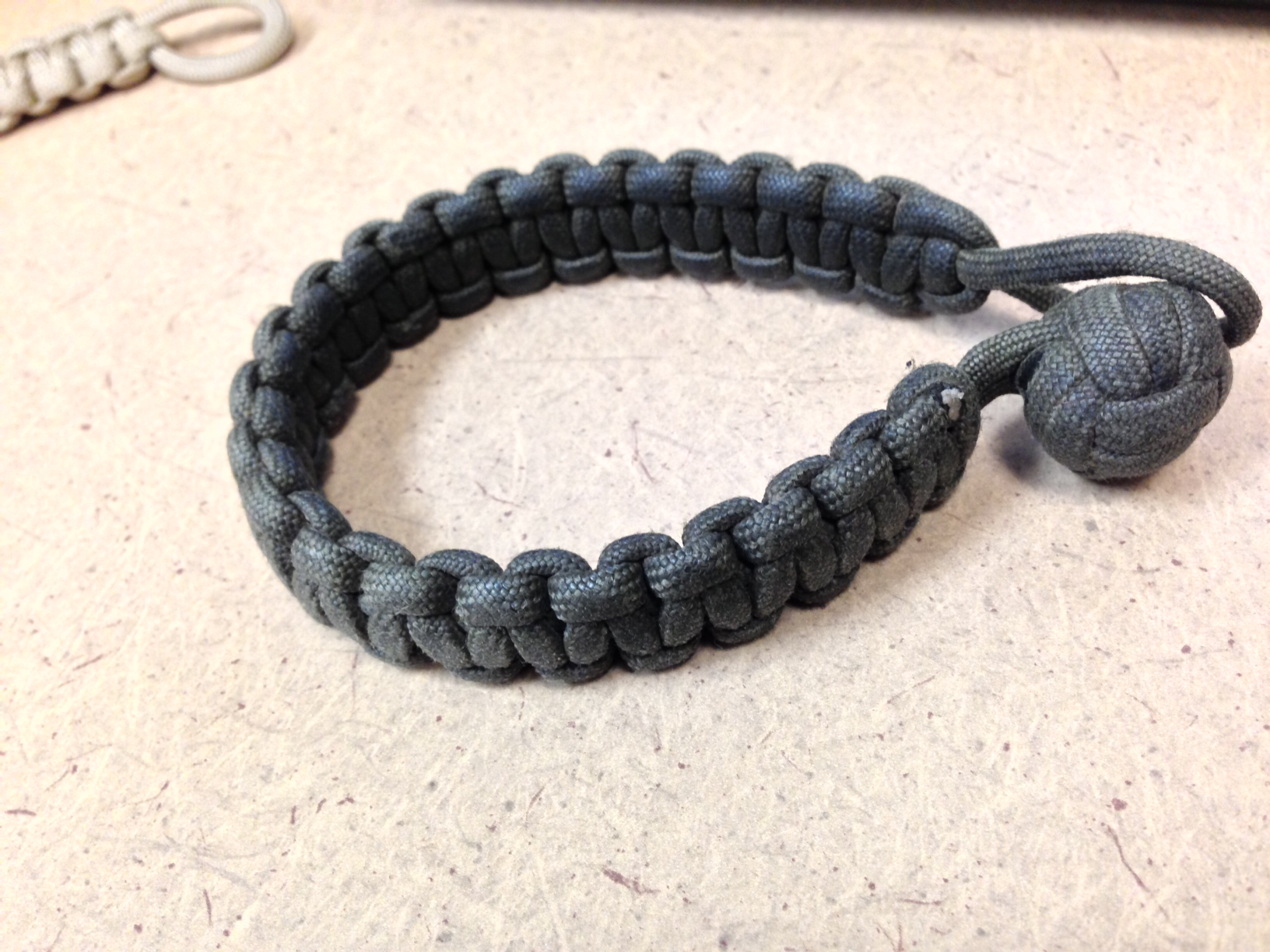 Making a Bi-Tone Paracord Bracelet