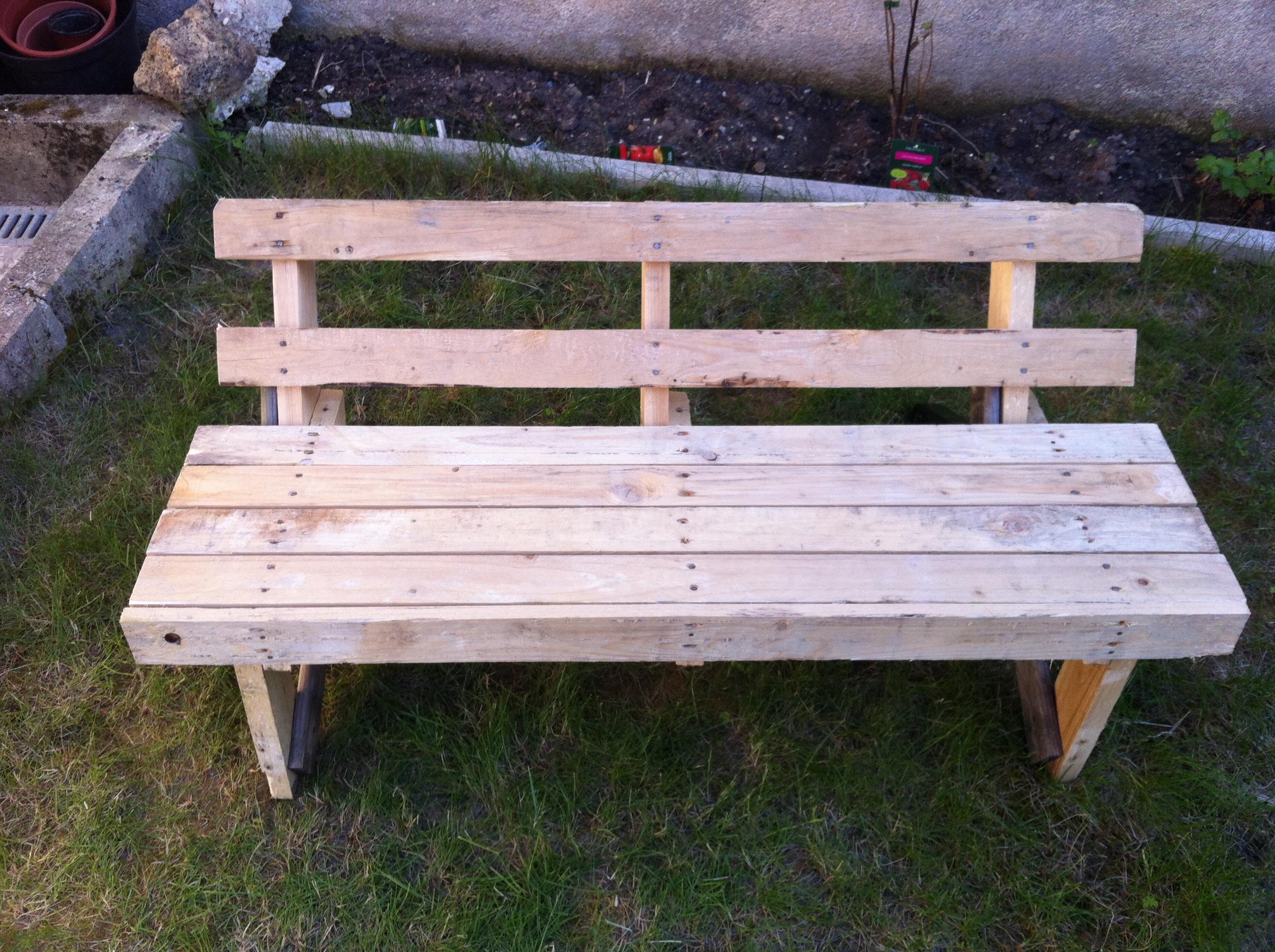 one wood pallet garden bench